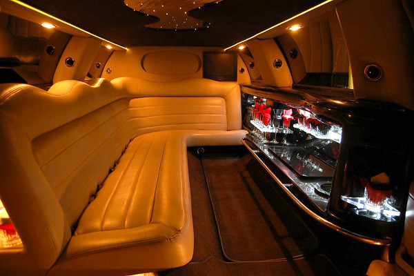 8 Person Lincoln Limo Service Bridgeport