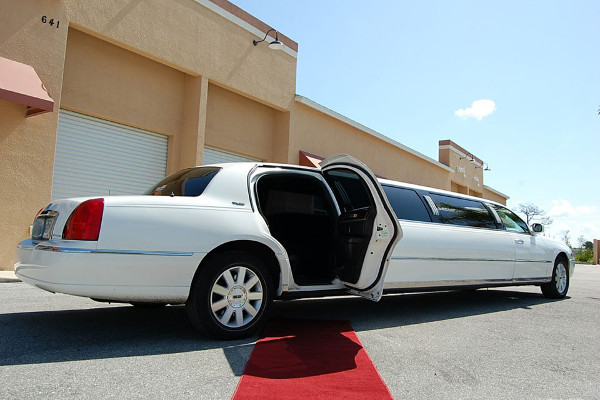 8 Person Lincoln Stretch Limo Bridgeport